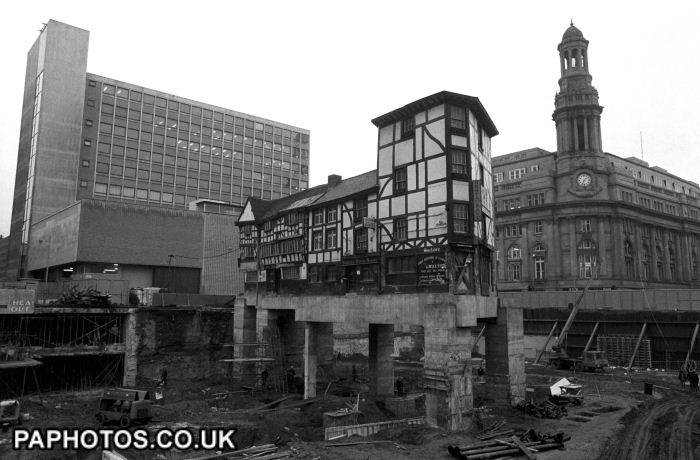 Buildings and Landmarks - Manchester The Old Wellington Inn and Sinclair's Oyster Bar