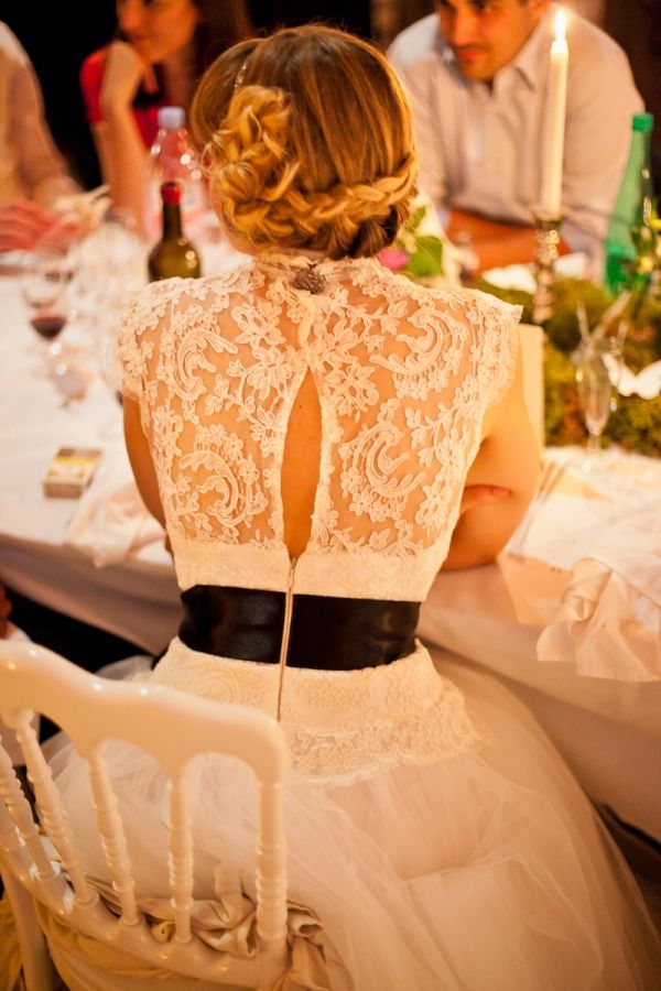 Perfect way to incorporate a touch of color to your dress.  I love the black!