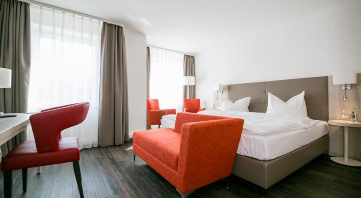 Best Western Hotel Breitbach Ratingen This 3-star Superior hotel offers on-site parking and free Wi-Fi. Just a 5-minute walk from Ratingen's historic town centre, it is a 10-minute drive from Düsseldorf Airport and the Düsseldorf Exhibition Centre.