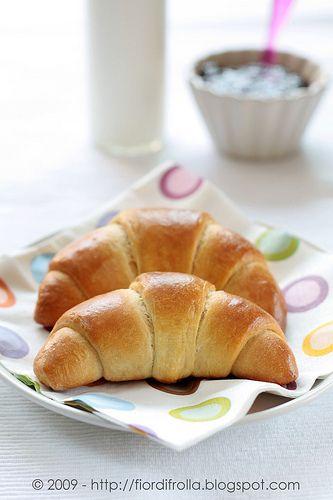 Brioche Croissants - Cornetti di pan brioche ( http://www.fiordifrolla.it/cornetti-di-pan-brioche.html )