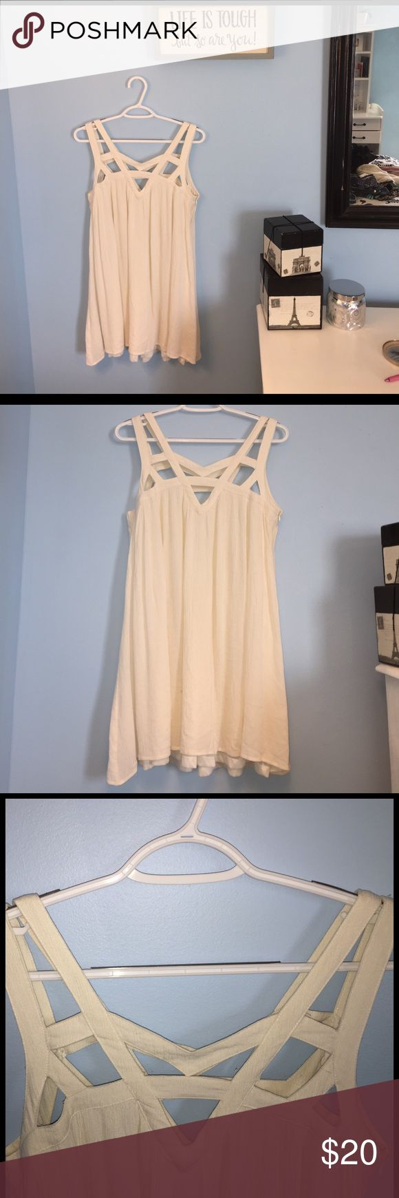 Adorable Flowy spring dress! 🌸🌷🍃 Beautiful detailing at the top. This is a Cream/Beige colored dress and is perfect for this upcoming spring! Only been worn once for a graduation. I found it was a little too short for me.. I am pretty very tall, lol. Double Zero Dresses Mini