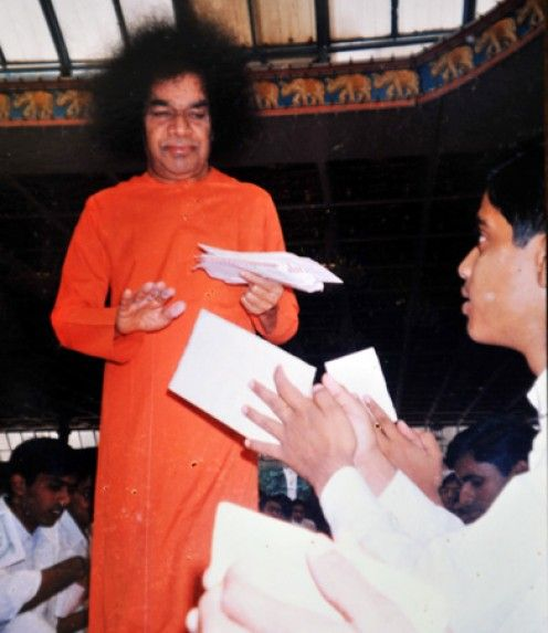 The benefits of praying for others are far greater than praying for oneself. Here is an experience with Sri Sathya Sai Baba in my school days that proved to me that praying for others is uplifting.