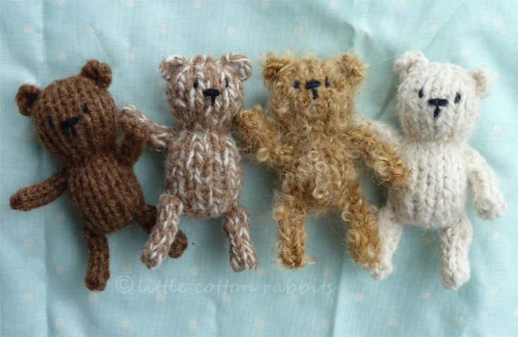 oh my. cuteness. mini bears for the dollies.