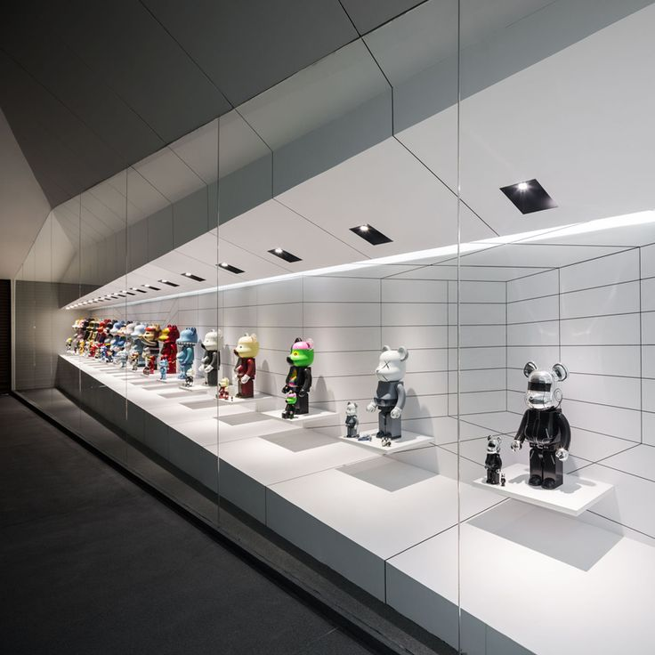 onion fills bear garage with illusory cabinet of be@rbrick figurines