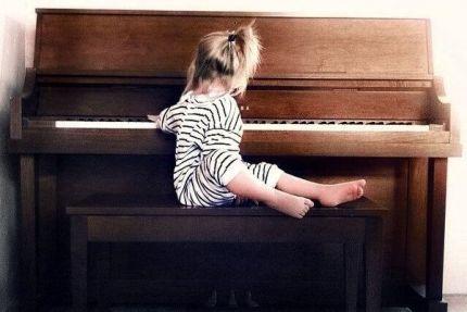 Διαβάστε τι λένε οι ειδικοί… Τα μαθήματα μουσικής στην παιδική ηλικία μπορεί να επηρεάσουν θετικά την ανάπτυξη του...... τομέα της γλώσσας καθώς βελτι...