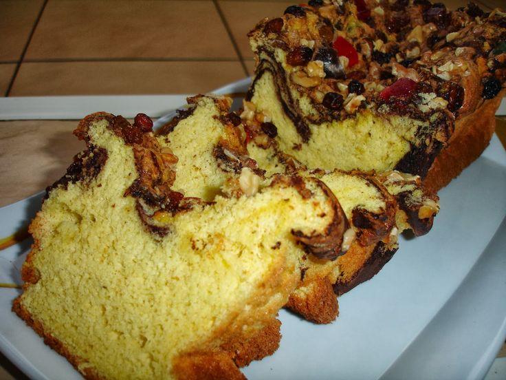 Reteta culinara Chec pufos cu nuci, stafide si rahat din categoria Dulciuri. Cum sa faci Chec pufos cu nuci, stafide si rahat