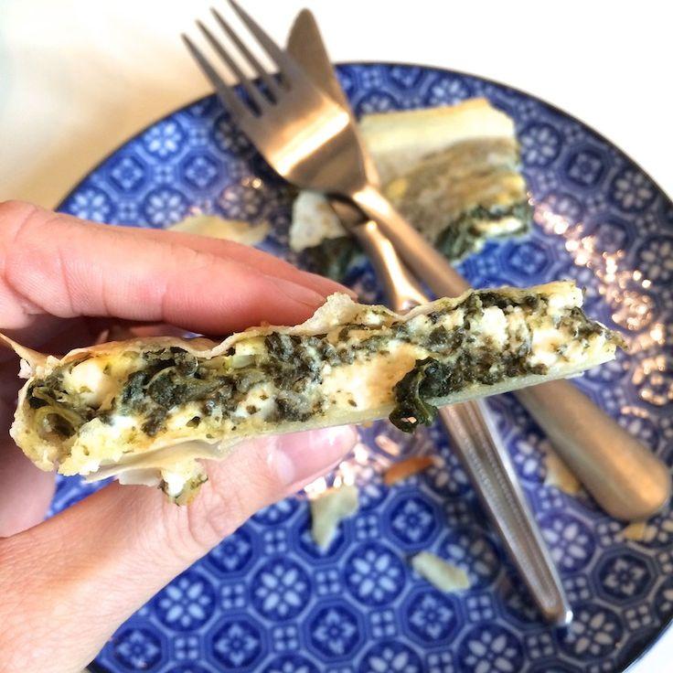 Spanawat? Spanakopita is een klassiek Grieks gerecht met als hoofdingrediënten filodeeg (like!), spinazie (like!) en feta (LIKE!). Ik bestel het standaard als