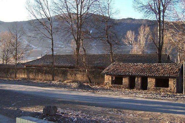 Tybet - opuszczone domy w Tybecie
