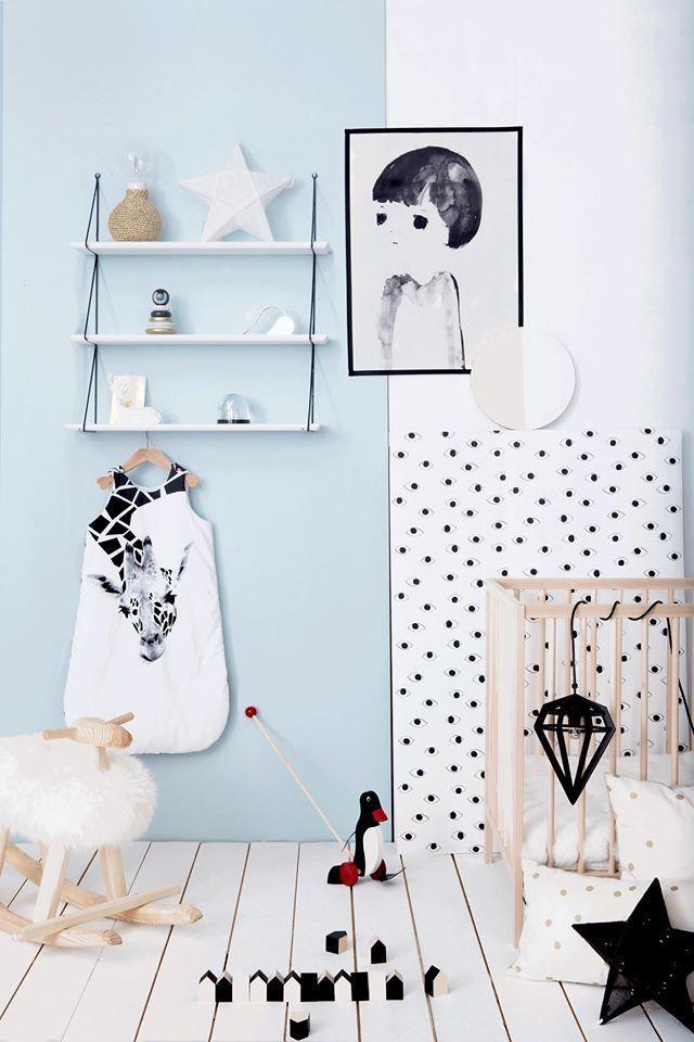 Deco chambre bébé scandinave!Du bois, du blanc!Et du Noir et blanc!
