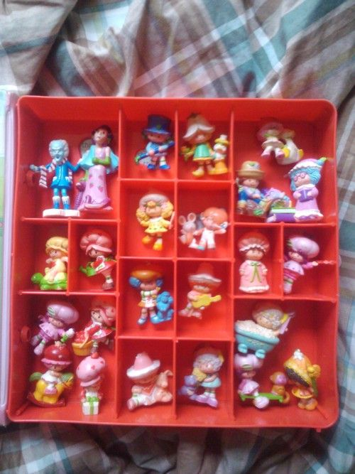 """Vintage Figurines....I remember going to the mall to the store called """"Little World"""" they had everything like this! I wish i could go back in time for a day ;) (Mini Strawberry Shortcake Fun)"""