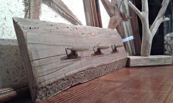 He encontrado este interesante anuncio de Etsy en https://www.etsy.com/es/listing/525766231/perchero-de-madera-con-laton-muebles