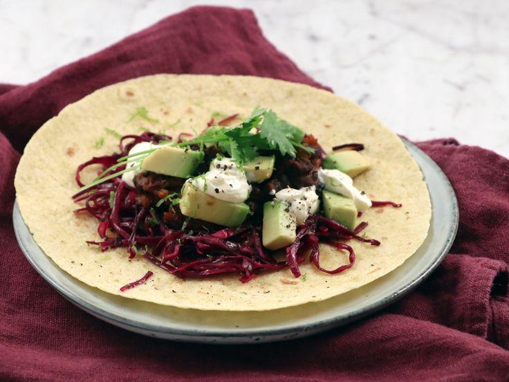 Black bean taco med rödkål och avokado | Recept från Köket.se