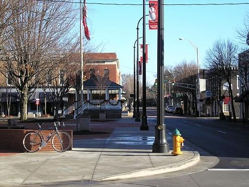 Downtown Cleveland Tn Which Hosts Several Festivals Throughout The Year Including Christmas Parade Le Festival An
