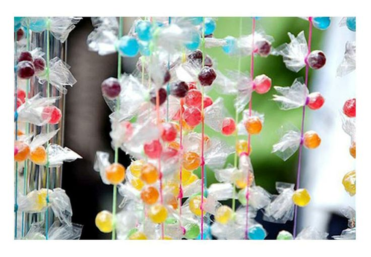 real candy garland!: Curtains, Candy Garlands, Holidays Ideas, Parties Ideas, Candydecor, Candyland, Lollipops, Candy Decor, Candy Land