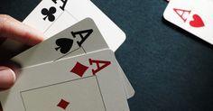Como fazer um castelo de cartas. Um baralho de cartas serve muito mais do que para jogar paciência ou pif-paf, pois você pode utilizá-lo para construir um castelo de cartas. Essas obras têm surpreendido as pessoas há anos, principalmente porque eles parecem tão frágeis e precários. Com bastante prática você também pode criar um castelo de cartas, e, com mais prática ainda, o seu ...
