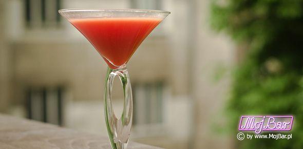DIABLE ROUGE Prosty i przyjemny:  wódka czysta - 40ml,  likier porzeczkowy - 10ml, ananasowy sok - 40ml Przepisy na drinki znajdziesz na: http://mojbar.pl/przepisy.htm