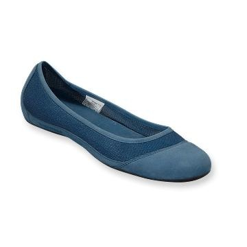 Patagonia Women's Maha Breathe @Elena Navarro Haueter (more colors) Someone said they were good for moisture... sister missionary shoes