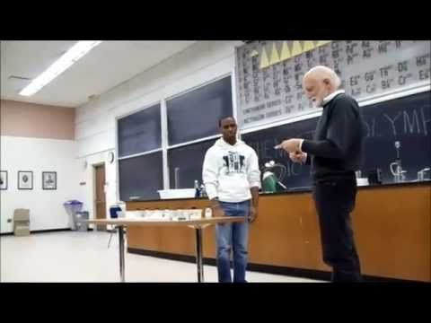 Funny experiments in chemistry class / Lustige Experimente im Chemieunterricht - YouTube