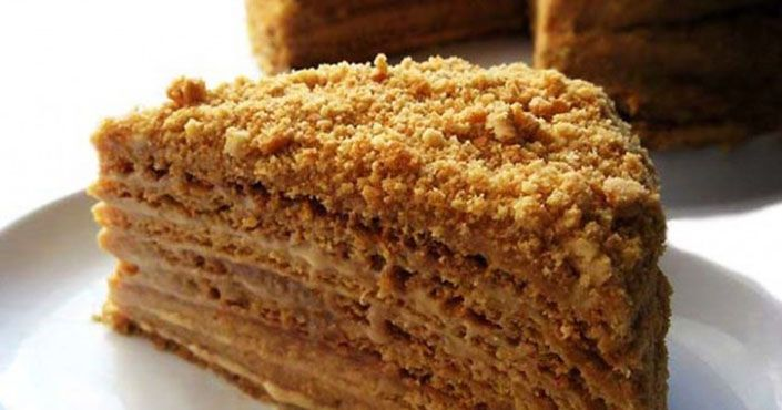 Medová marlenka rozhodne patrí k najobľúbenejším dezertom. Recept na jemnú lahodnú ľahko citrónovú domácu medovú marlenku. Návod ako postupovať