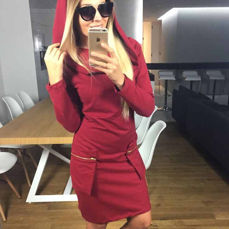 Sukienka z kapturem - bordo SELFIEROOM