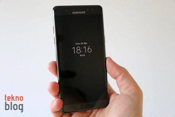 Galaxy Note 7 büyük umutlarla tanıtılmış, ancak kısa süre içinde Samsung için bir kâbusa dönüşmüştü. Galaxy S8'i tanıtarak Note 7 fiyaskosunu tamamen unutturmayı planlayan Samsung, tüm çabalarına rağmen telefonu kullananların elini kolunu tamamen bağlayacak bir hamleye...   http://havari.co/aktif-galaxy-note-7ler-guncelleme-sonrasinda-sarj-edilemeyecek/