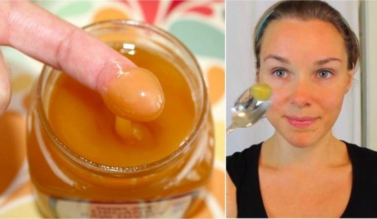 Toutes les bonnes raisons de vous laver le visage avec un seul ingrédient naturel : le miel