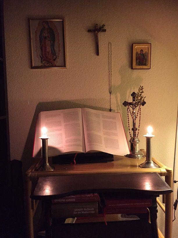 Gebetsecke beim PAPSTTREUEN (Bild: Felix Honekamp)
