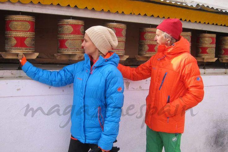 """La actriz española Elsa Pataky y su pareja, Chris Hemsworth, se desplazaron hasta el Himalaya y sólo ella pudo acabar la aventura de """"Planeta Calleja"""", ya que él tuvo que ser evacuado tras sufrir el mal de altura."""