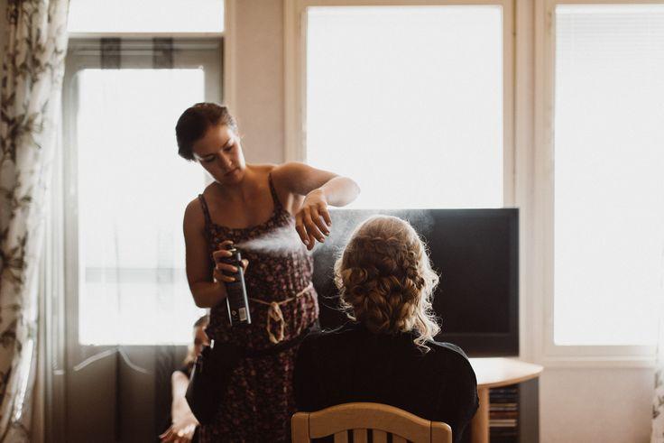 Getting ready  | Scandinavian wedding | Pitsiniekka | Picture by Jaakko Sorvisto www.jaakkosorvisto.com