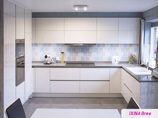 Keukenrealisatie door IXINA Bree - greeploos witte keuken