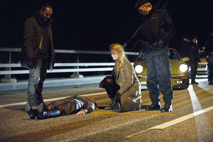Photo de Jörgen Thorsson, Kim Bodnia, Sofia Helin dans la Saison 1 de la série Bron / Broen / The Bridge (2011)