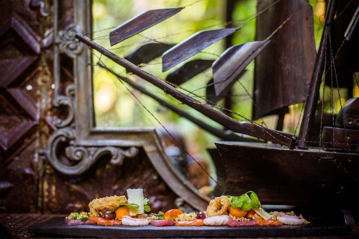 #bali #restaurant #bar #balirestaurant #balibar #vintage #antique #deco #decoration #food #drink #lunch #dinner #lafavela #lafavelabali