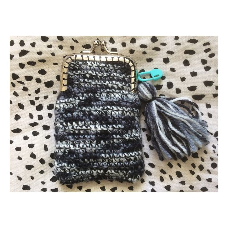 Little crochet purse for myself.<3