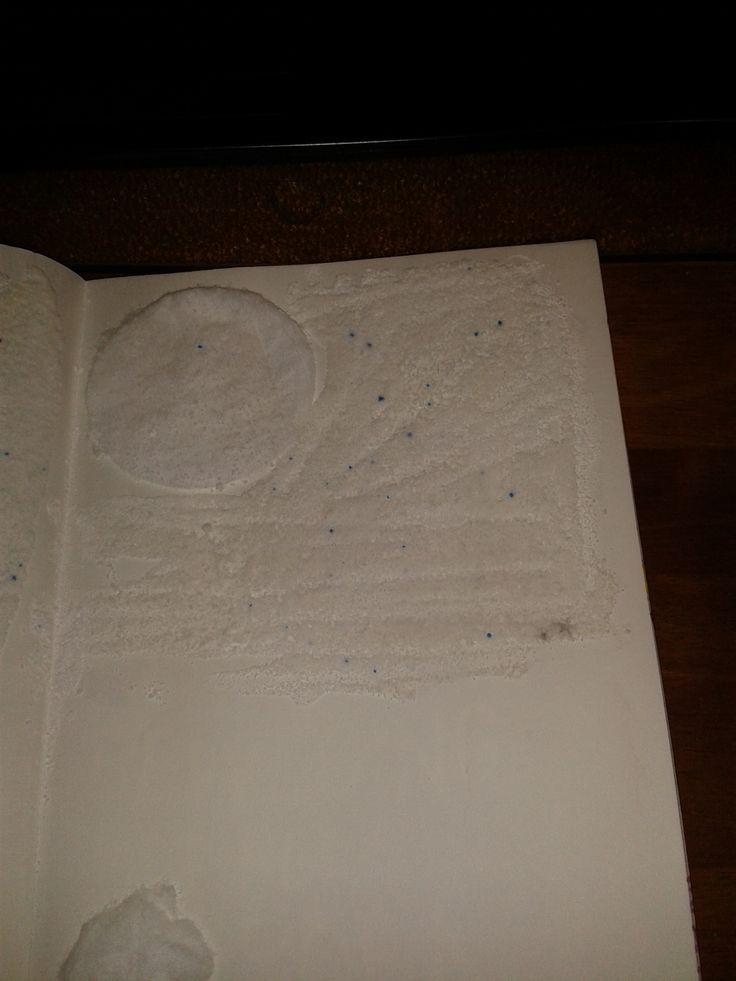 witte watten en waspoeder geplakt