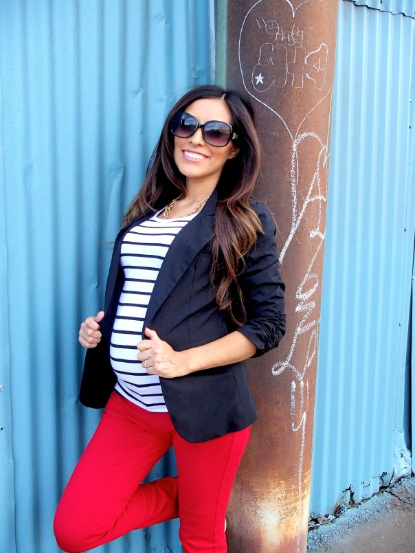 This girl makes dressing in cooler months while pregnant look great.  Someone go shopping with me and  help me do this too!