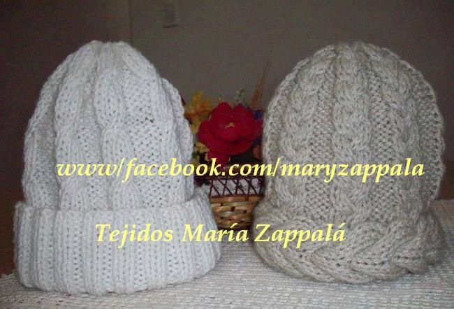 Gorro Blanco doble puño sin pompón y gorro beige trenzado Facebook : www.facebook.com/maryzappala e-mail : maryza267@hotmail.com