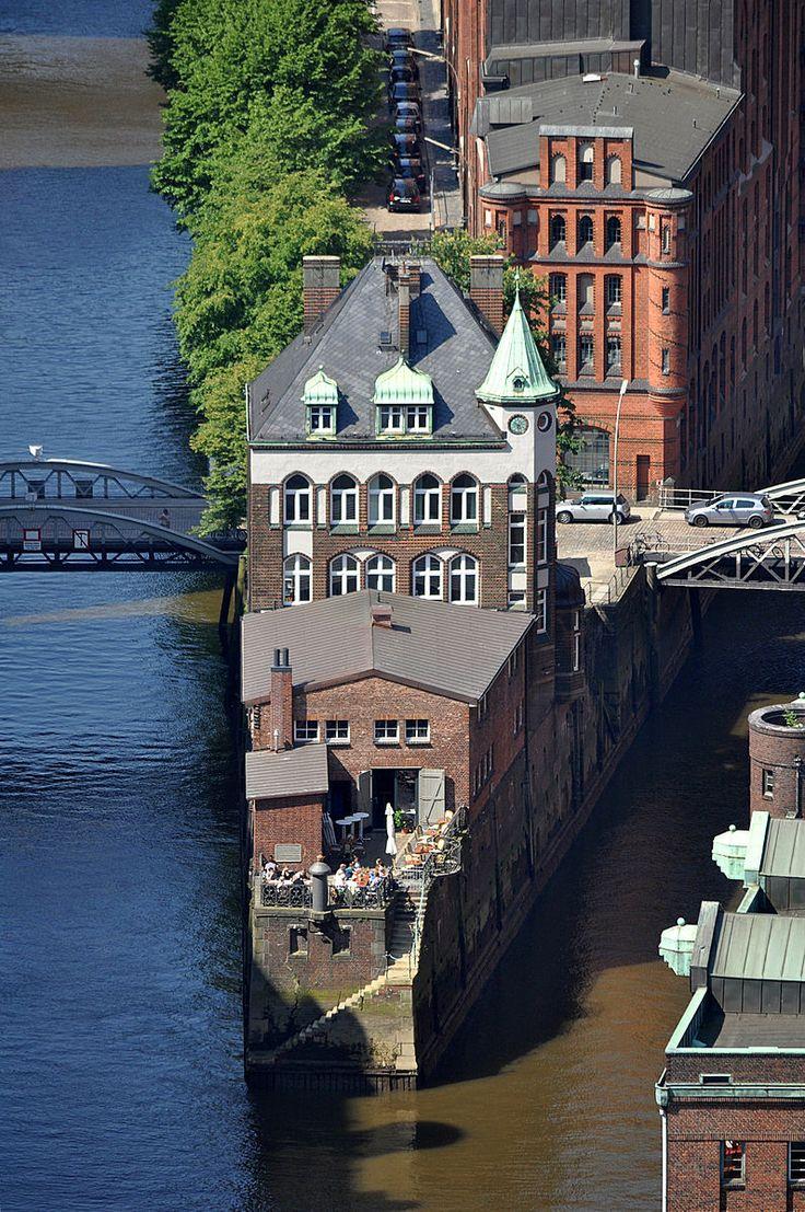 Hamburg-Wasserschloss (Hamburg-HafenCity) heerlijke plek om te ontbijten met prachtig uitzicht