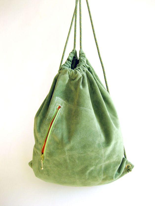 Grüner Leder Turnbeutel Rucksack // green leather gym bag by Handwerkerei via DaWanda.com