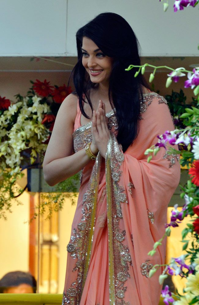 Kalyan Jewellers Aishwarya Rai Bachchan on the occasion of the opening of the stores.