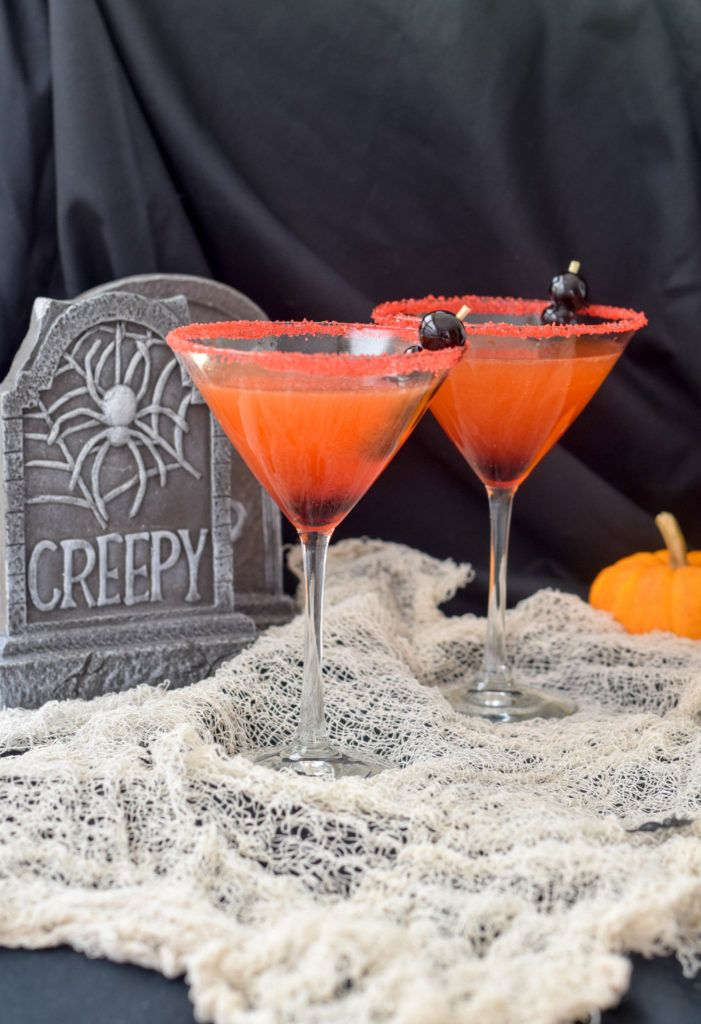 A nicely balanced, festive Halloween cocktail: the Mr. Howl. Rum, lime juice, maple syrup and Aperol.