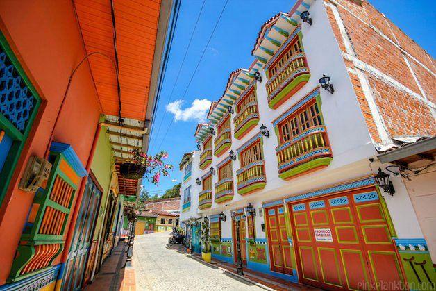 Uma cidade na Colômbia chamada Guatapé