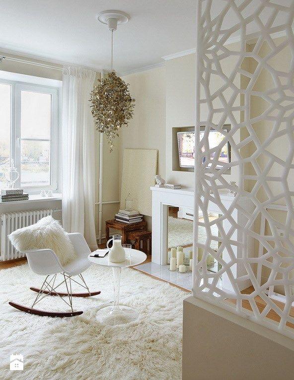 Studio kawalerka white mirror gloss - zdjęcie od Emilia Forgiel | living romm | decoration | interior | luxury | modern | white | cozy | fireplace