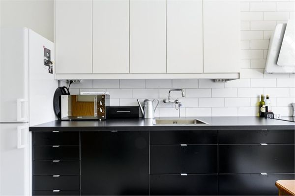 STIL INSPIRATION - simple black kitchen love