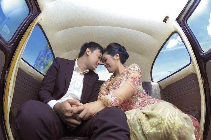 https://flic.kr/s/aHskmbBChN | THE PRE-WEDDING JEY & YAYU | Kata Foto Pre-Wedding berasal dari bahasa Inggris yang jika diartikan dalam bahasa Indonesia akan berarti foto sebelum pernikahan. Namun seiring waktu, banyak yang akhirnya menganggap bahwa foto ini berarti foto di suatu lokasi, dengan konsep serta pakaian yang memang dipersiapkan untuk kemudian hasil foto tersebut dipajang pada acara resepsi, pada undangan dan pada suvenir pernikahan. Padahal pengertian dari kata ini sendiri…