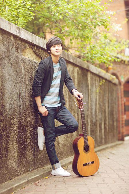 Kim Bum bazen bir gitar olmak istiyorum.. Hiç değilse senle bir kere de olsa aynı karede yer   almak gerçekten... Ama hala ümitliyim.. her ne kadar varlığımdan haberin olmasa da