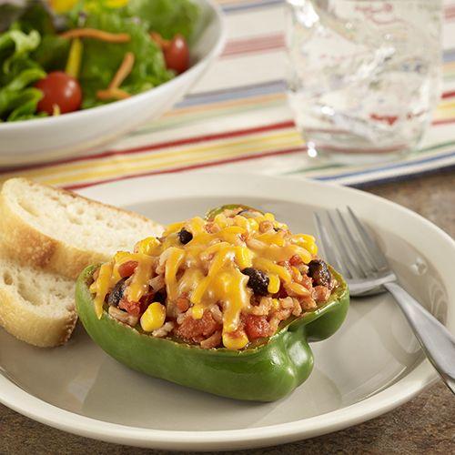 Pimientos Rellenos Vegetarianos: Receta buena para el corazón de pimientos rellenos con arroz integral, vegetales y queso para darle un toque de sabor mexicano