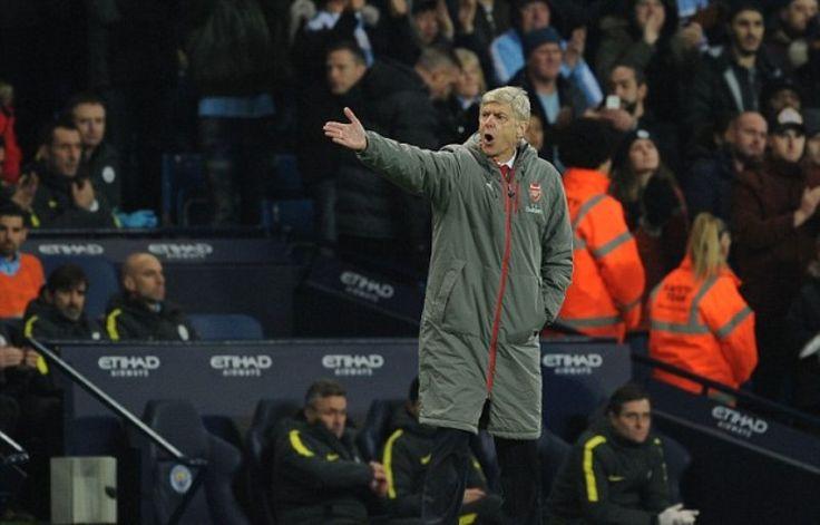 Wenger: Protegen mucho a los árbitros