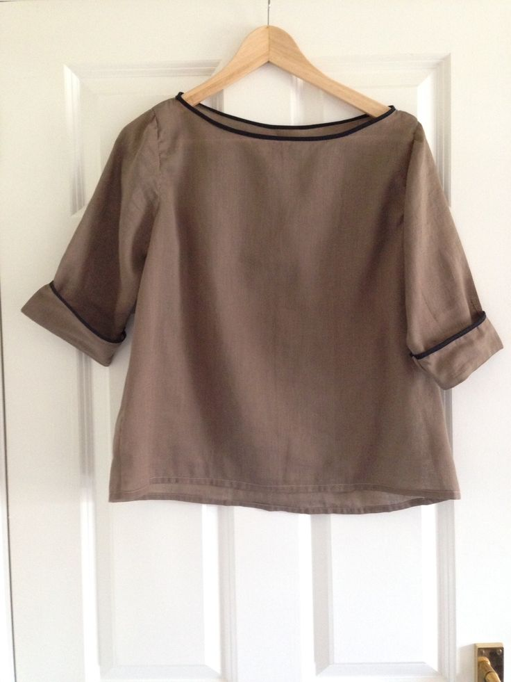 Grainline Studios Scout Tee in Merchant and Mills muslin with bias neck and added sleeve cuffs. Also raised neckline and widened it.