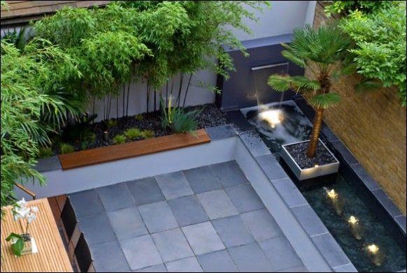 現代的な中庭の噴水竹草