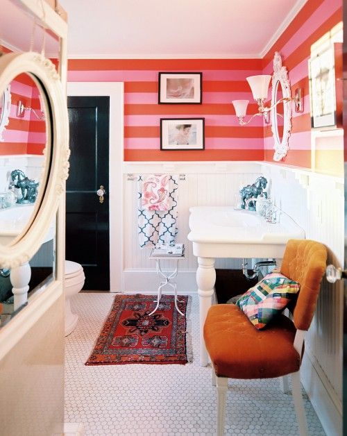 Eclectic bathroom with stripped wall Decoration